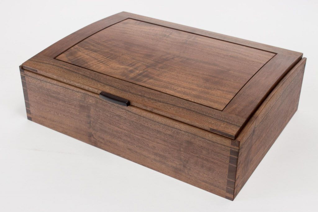 Curved lid dovetail box