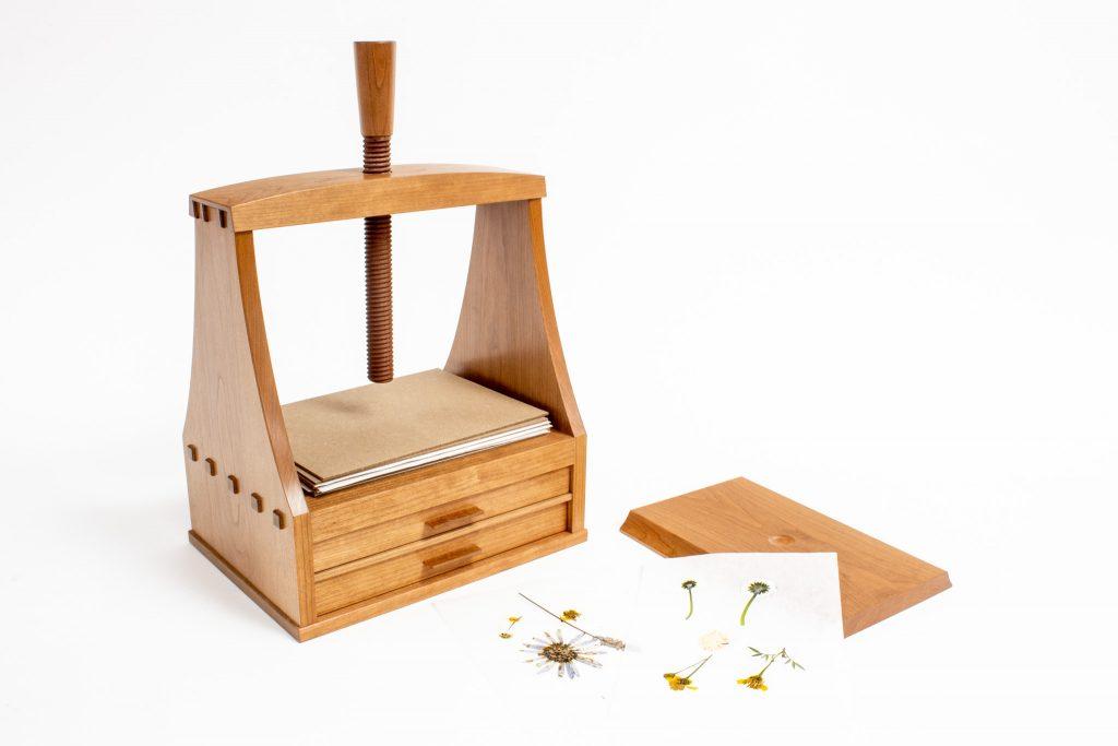Zahrah flower press